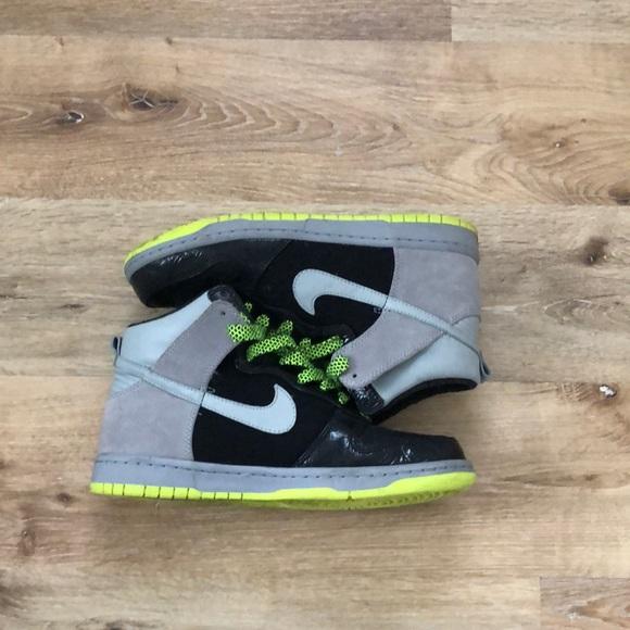 Nike Shoes - Women's Nike Dunks Size 9.5